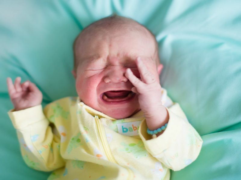 choro do bebê - Imagem do bebê chorando