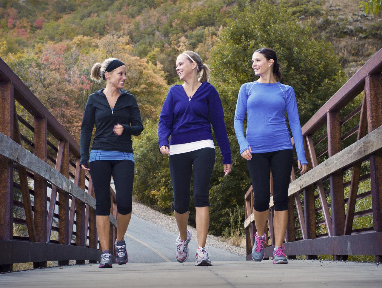 exercícios físicos ajudam a engravidar caminhada