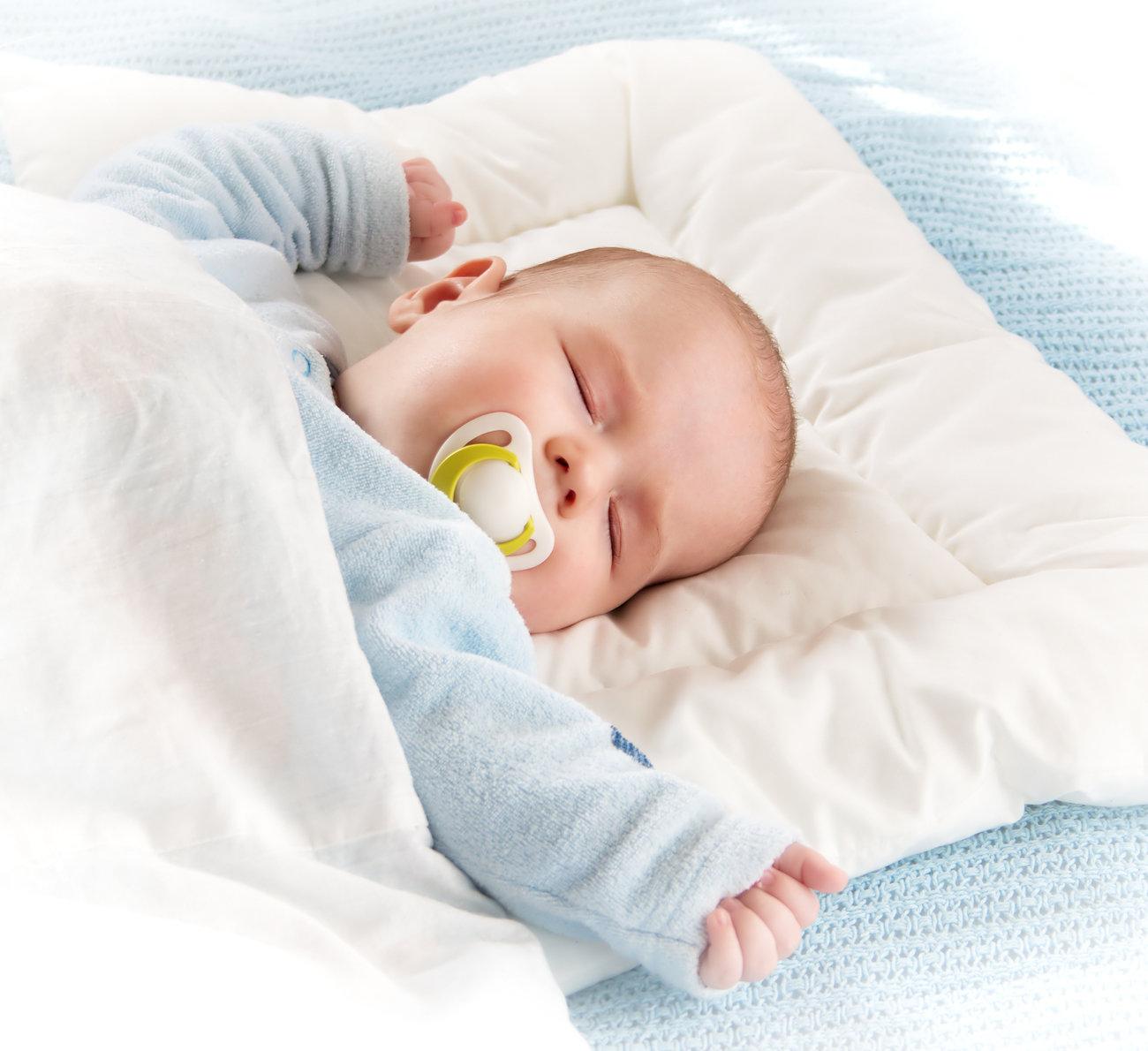 Bebê precisa de travesseiro