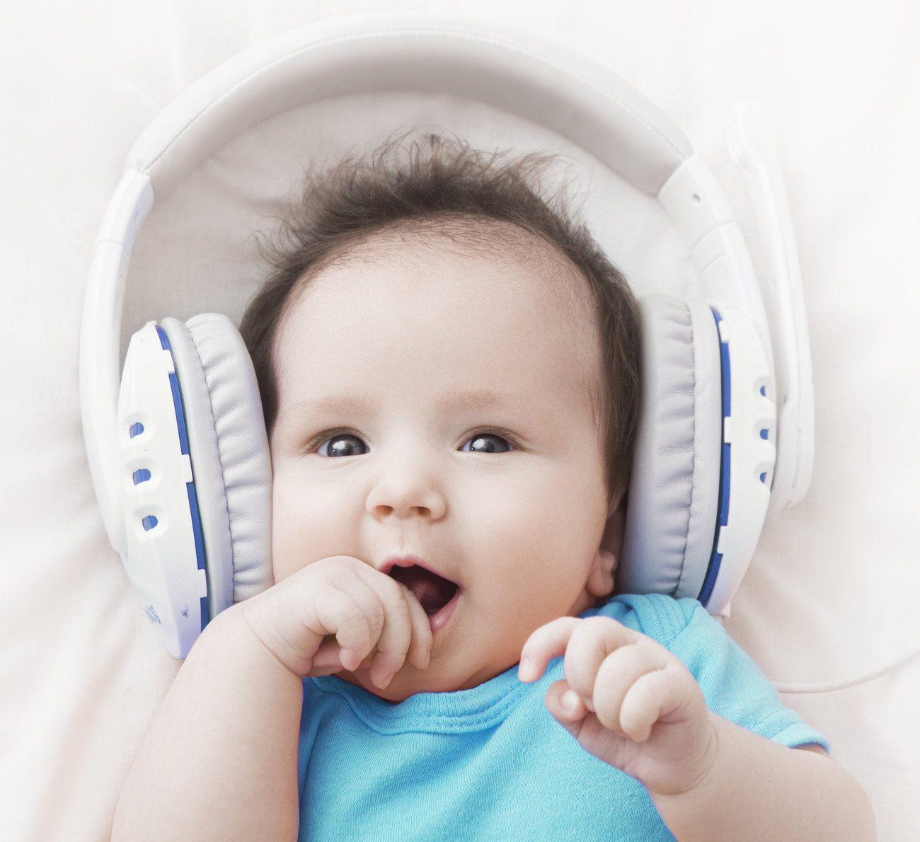 benefícios da música para bebês