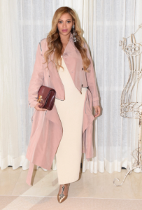 Looks de festa das grávidas famosas: Beyonce