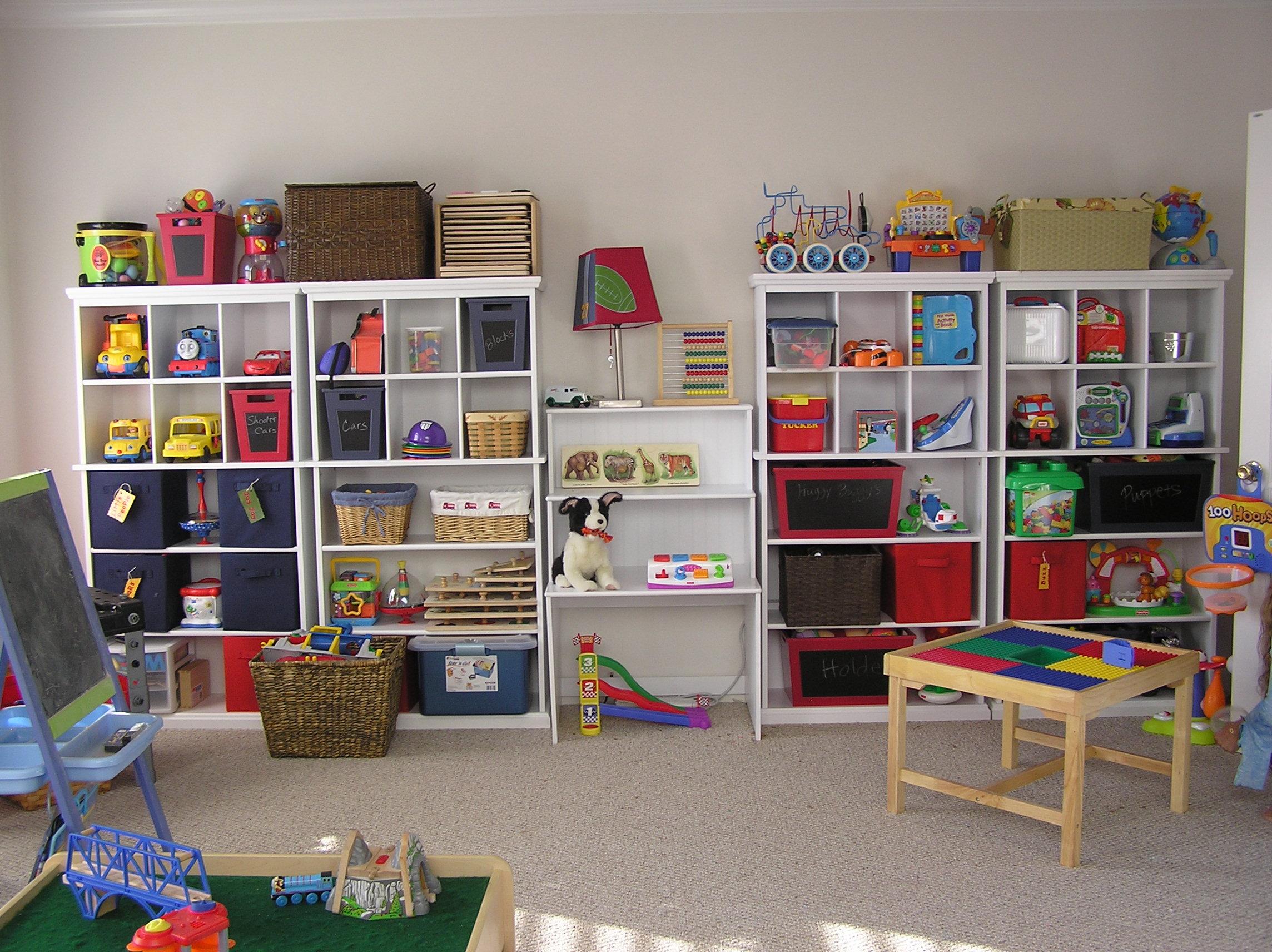 organizar os brinquedos no quarto