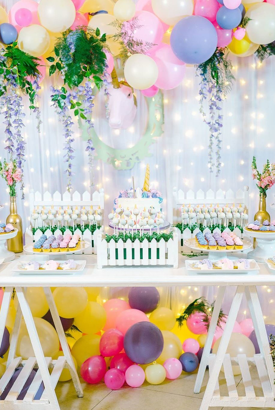 Festa de 1 ano com unicórnios: mesa principal