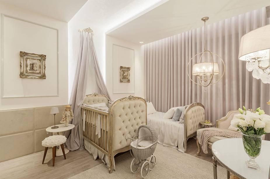quarto de bebê branco e bege