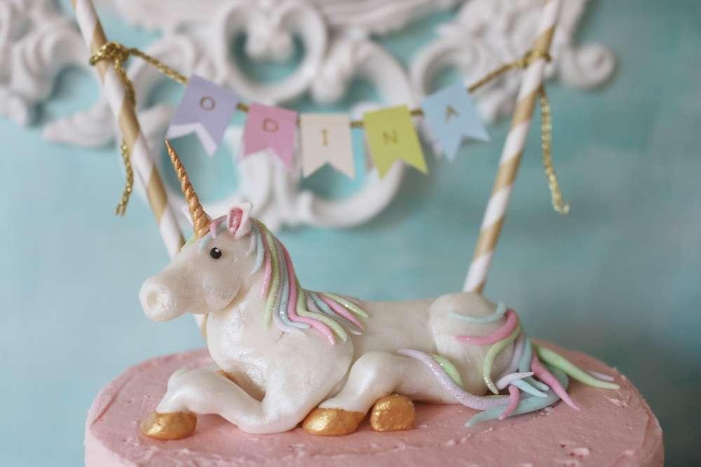 Festa de 1 ano com unicórnios: topo de bolo