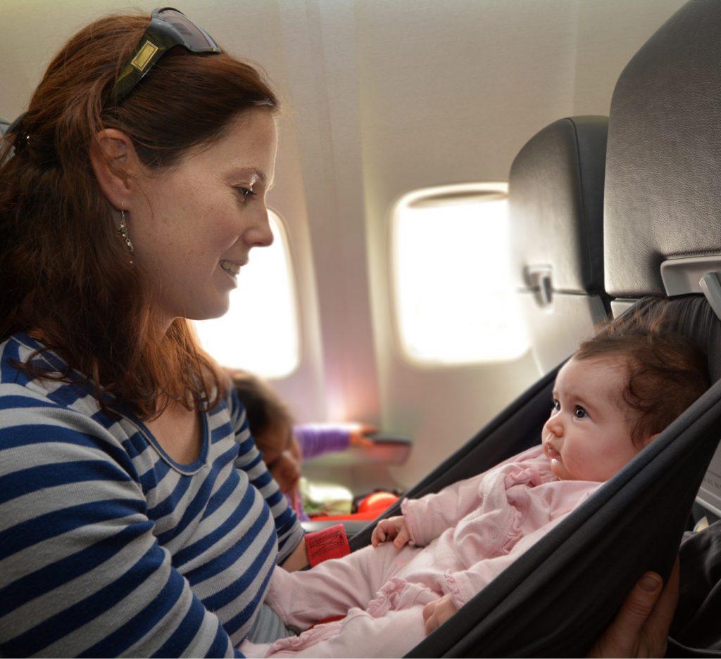 viajar de avião com bebê