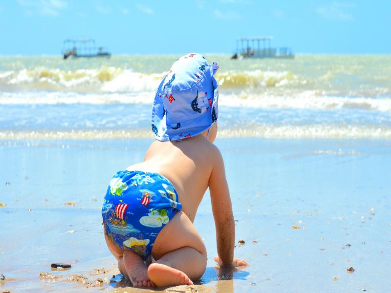 bebe-na-praia