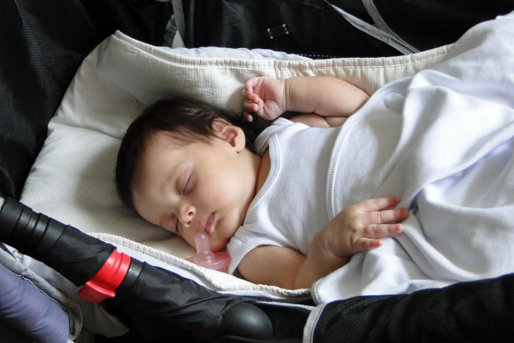 dormir-no-carrinho-de-bebe