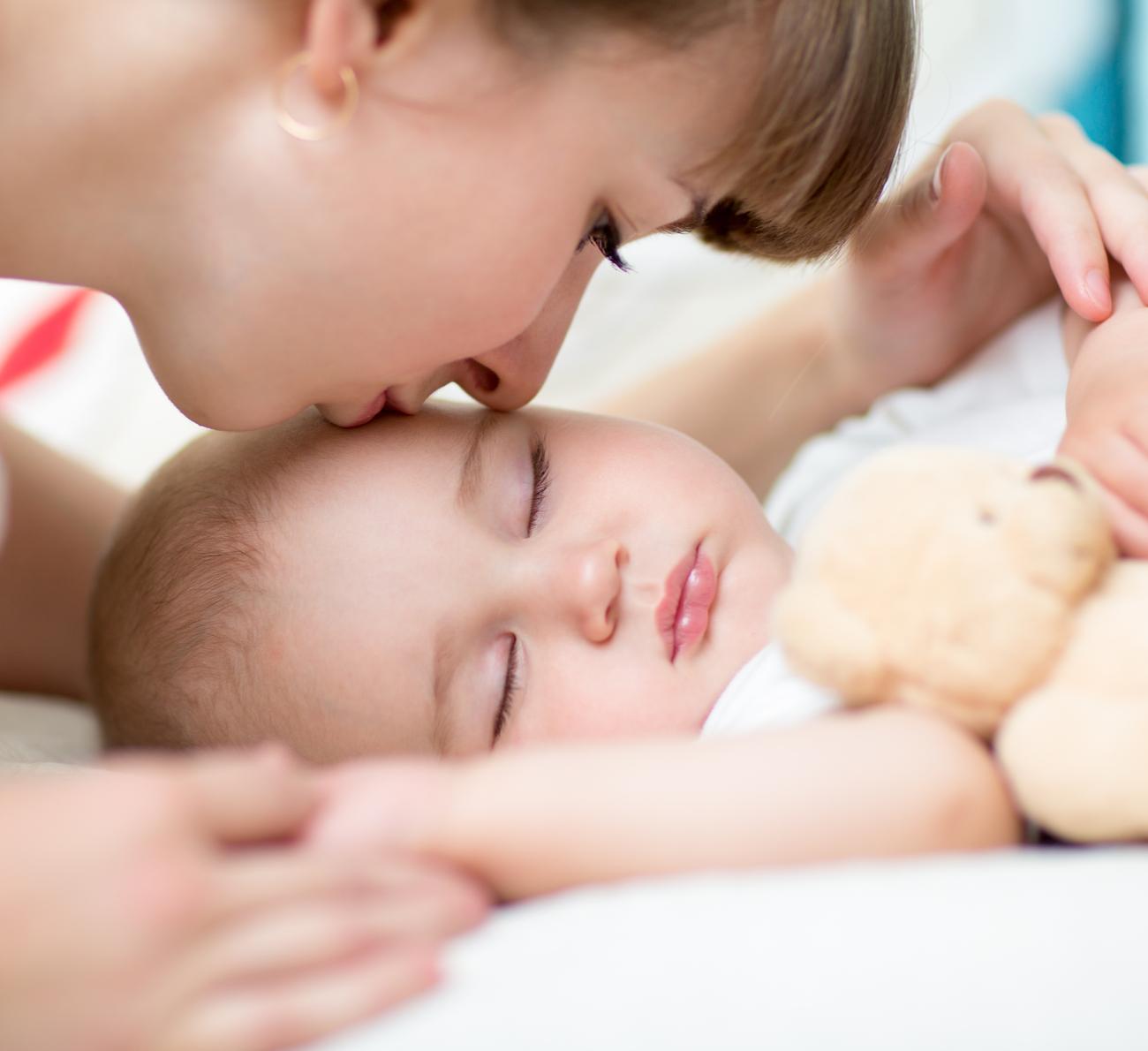 bebê dormir na própria cama