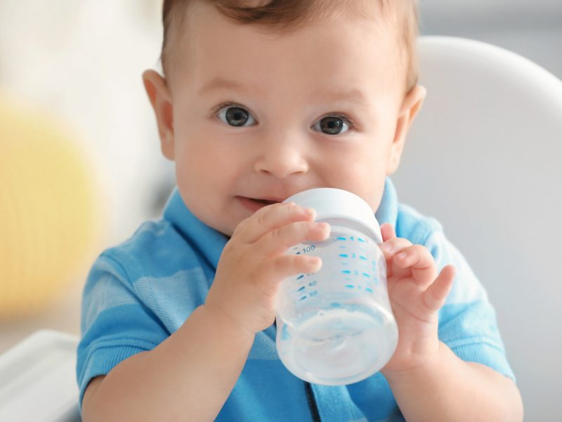 bebê pode tomar água