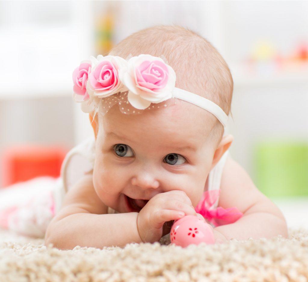 faixa na cabeça do bebê